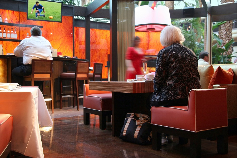 4 Things You Need to Know About Using TVs in Your Restaurant