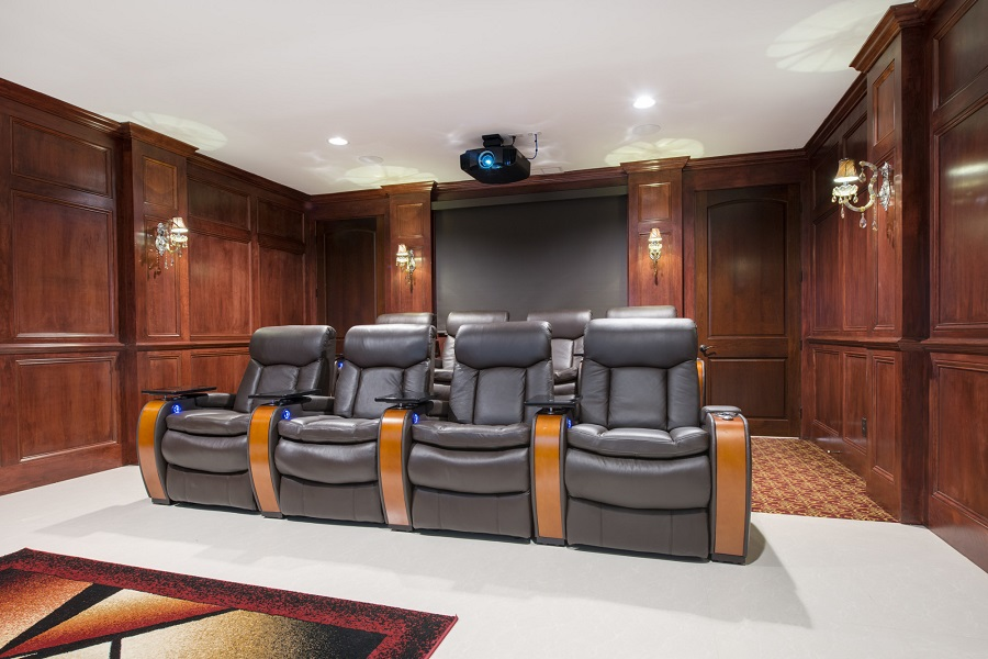 5 Things to Consider When Choosing Your Home Theater Projector