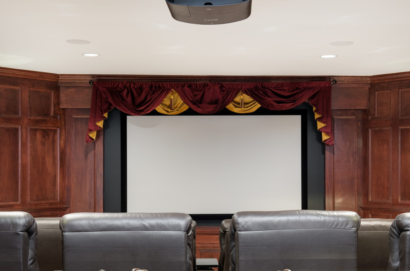 How to Choose a Screen for Your Home Theater System