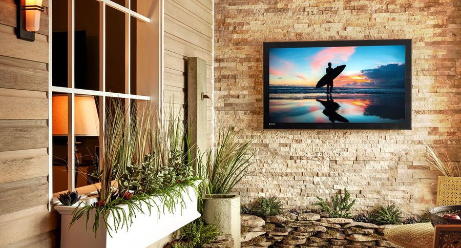 How a Séura Outdoor TV Stands Superior